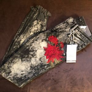Zara embroidered jeans. new with tags